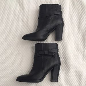 Kate Spade Mannie black leather bow booties. NWOT